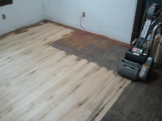 Kitchen Pine floor (first pass with 34 grit)
